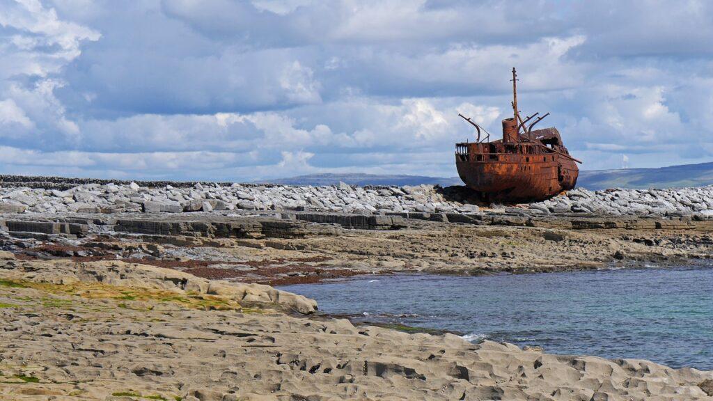 la Plassey Shipwreck sulla spiaggia di Inis Oirr (Inesheer, Isole Aran, Irlanda)