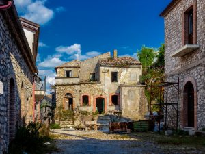 La piccola città fantasma di Romagnano al Monte