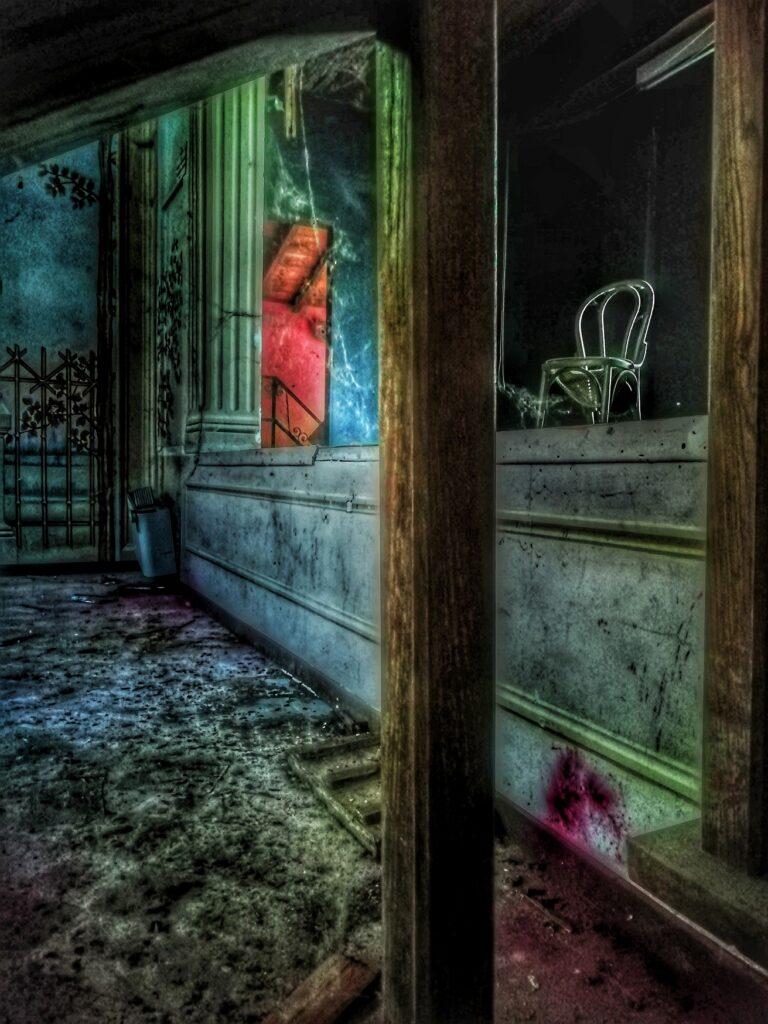 Luna: da bambina amante dei luoghi abbandonati a donna dell'Urbex